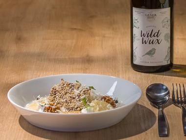 Apfel-Wasabi Suppe | Milcheis | Bergkristall | Walnuss Biskuit | Leinsamen-Knusper