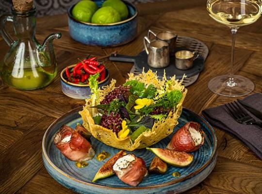 Salat, Feigen, Ziegenkäse, Speck